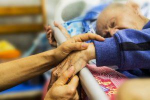 Le Nursing Touch, un soin inclusif en milieu hospitalier